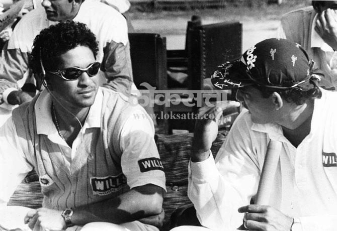 सचिन तेंडुलकर आणि मोहम्मद अझरूद्दीन गप्पा मारताना. (एक्स्प्रेस फोटो)