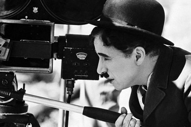 शब्दांशिवाय सिनेमा किती प्रभावी आणि उत्कृष्ट असू शकतो याचं उत्तम उदाहरण म्हणजे चार्ली चॅप्लिनचे सिनेमे. जगातल्या या सर्वात लोकप्रिय विनोदवीराची आज १३० वी जयंती.