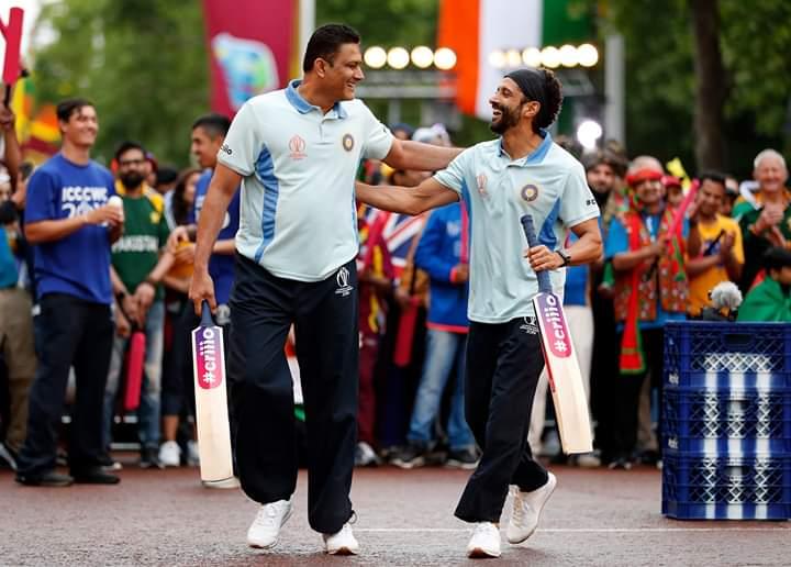 भारताकडून माजी कर्णधार अनिल कुंबळे आणि अभिनेता फरहान अख्तर यांनी ६० सेकंदांत चेंडू टोलावण्याच्या स्पर्धेत १९ गुण मिळवले.