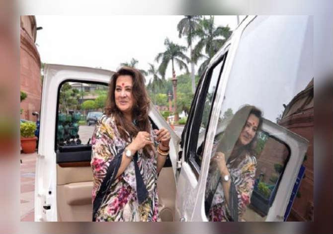 चित्रपटसृष्टीतील  नावाजलेला चेहरा म्हणजे मुन मुन सेन यावेळी पश्चिम बंगालमधील आसनसोल मतदारसंघातून तृणमूल काँग्रेस पक्षाकडून निवडणूक लढवत आहेत.