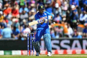 World Cup 2019 :  या धोनीचं करायचं काय? टीम इंडियाच्या मॅनेजमेंटसमोर गहन प्रश्न