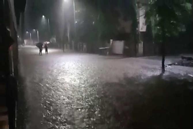 काल रात्रीपासून बदलापुरात प्रचंड पाऊस पडतो आहे