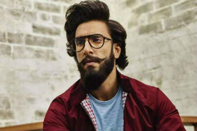 अनेक सुपरहिट चित्रपट देणारा रणवीर लवकरच '83' या आगामी चित्रपटामध्ये झळकणार आहे. या चित्रपटात तो भारतीय क्रिकेट संघाचे माजी कर्णधार कपिल देव यांची भूमिका साकारणार आहे.