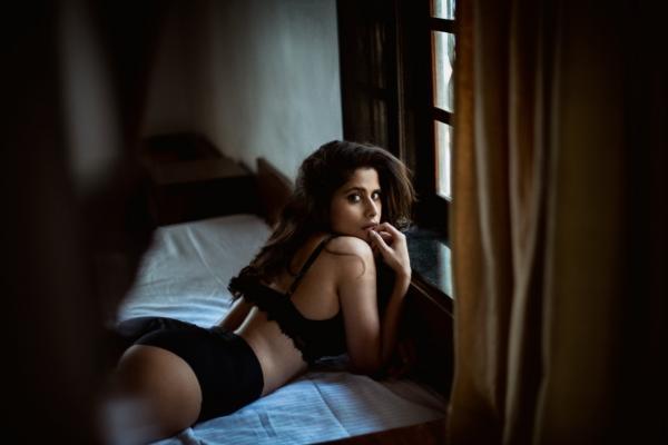 'गर्लफ्रेंड' या चित्रपटासाठी सईनं वजन कमी केलं आहे. या चित्रपटाच्या निमित्ताने तिने हे बोल्ड फोटोशूट केलं आहे. (छायाचित्र सौजन्य- इन्स्टाग्राम/Shivaji Storm Sen)