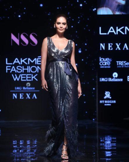 अभिनेत्री इशा गुप्ता
