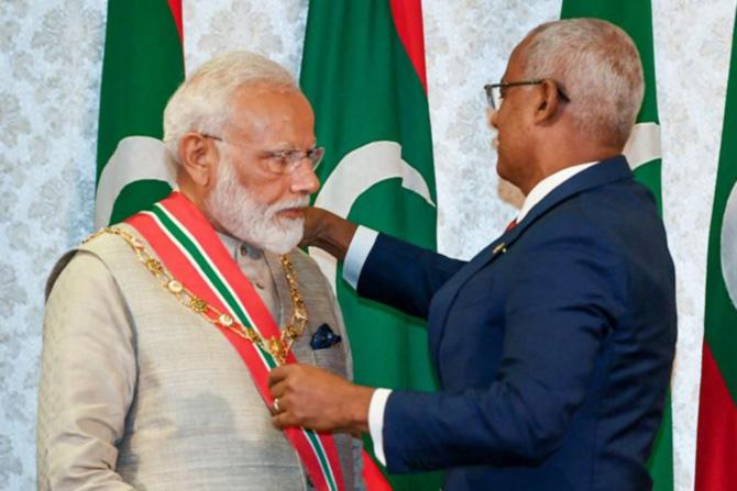 मालदीव   ८ जून २०१९ रोजी पंतप्रधान नरेंद्र मोदींना मालदीवचा सर्वोच्च नागरी पुरस्कार 'रुल ऑफ निशान इझ्झुदीन' देऊन गौरवण्यात आले. मालदीवचे राष्ट्रपती इब्राहिम मोहम्मद सोलिह यांच्या हस्ते हा पुरस्कार प्रदान करण्यात आला.