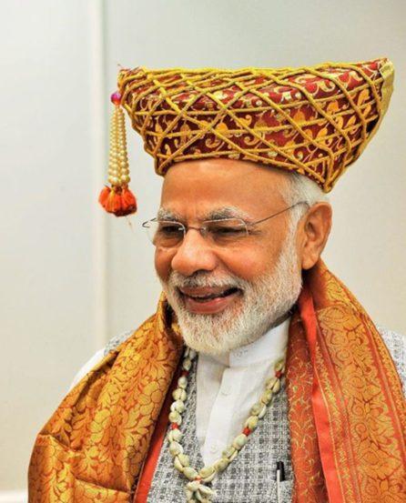 महाराष्ट्रात मोदींनी हे कपडे घातले होते.