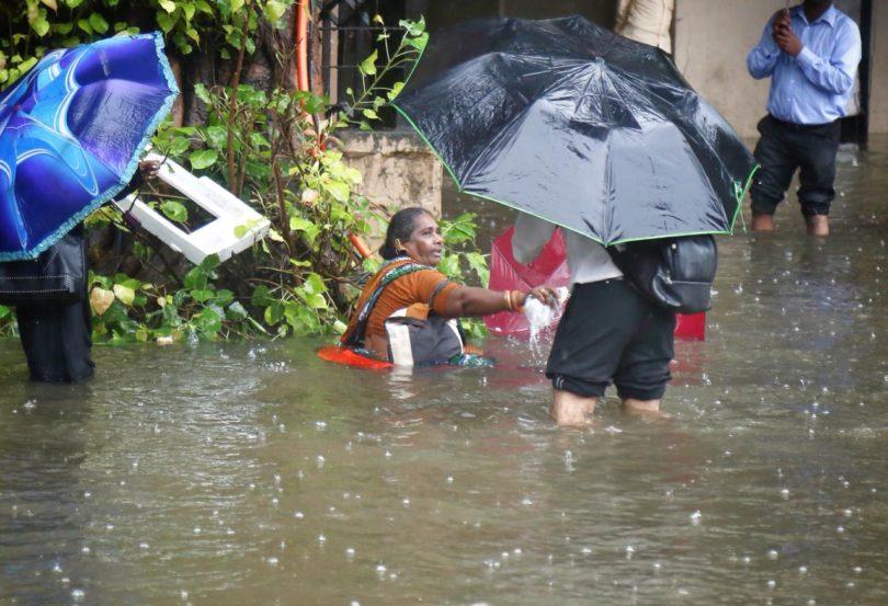 गेल्या चार दिवसांपासून सुरू असलेल्या अस्मानी संकटामुळे मुंबईची दाणादाण उडाली आहे (फोटो सौजन्य : निर्मल हरिंद्रन)