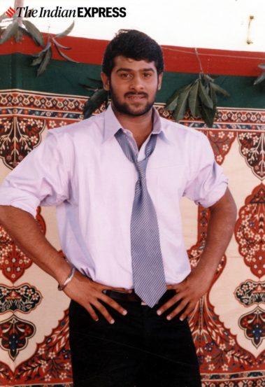 'बाहुबली' फेम प्रभासचं खरं नाव व्यंकट सत्यनारायण प्रभास राजू उप्पलपती आहे. त्याने २००२ मध्ये 'ईश्वर' या तेलुगू चित्रपटातून कारकिर्दीची सुरुवात केली.