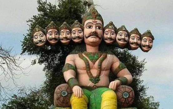 काकीनाडा रावण मंदिर, आंध्र प्रदेश - आंध्र प्रदेशातील काकीनाडा येथे रावणाचे भव्य मंदिर आहे. या मंदिरात रावणाची पूजा केली जाते.