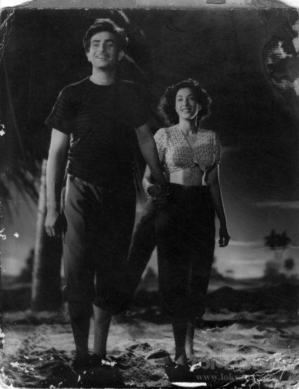 राज कपूर आणि नर्गिस यांनी आवारा चित्रपटात काम केले होते.