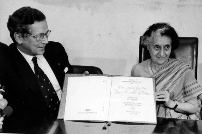 इंदिरा गांधी – भारताच्या पहिल्या महिला पंतप्रधान असणाऱ्या इंदिरा गांधी यांनी १९६६ पासून सलग तीन टर्म पंतप्रधानपद भूषविले. पंतप्रधानपदाची चौथी टर्म सुरू असताना त्यांची हत्या झाली. इंदिरा गांधी यांनी इकोले नोउवेले, बेक्स, इकोले इंटरनॅशनल, जिनिव्हा, प्युपिलस ओन स्कूल, पुना अँड बॉम्बे, बॅडमिंटन स्कूल, ब्रिस्टॉल, विश्व भारती, शांतिनिकेतन, कोलंबिया विद्यापीठ आणि ऑक्सफर्ड यांसारख्या प्रतिष्ठित संस्थांमध्ये शिक्षण घेतले होते.