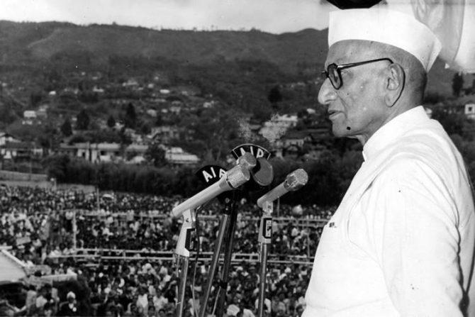 मोरारजी देसाई – स्वतंत्र भारताचे चौथे पंतप्रधान मोरारजी देसाई यांनी सेंट बुसार हायस्कूलमधून शालेय शिक्षण पूर्ण केले. त्यानंतर मुंबईच्या विल्सन सिव्हिल सर्व्हिसमधून त्यांनी पदवीचे शिक्षण घेतले.