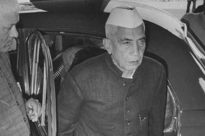 चरण सिंग – चरण सिंग फक्त १७० दिवस भारताचे पंतप्रधान होते. त्यांनी विज्ञान शाखेतील पदवी आणि पदव्युत्तर शिक्षण आग्रा विद्यापीठातून घेतले. त्यानंतर काही काळ चरण सिंग यांनी गाझियाबादमध्ये वकिलीही केली होती.