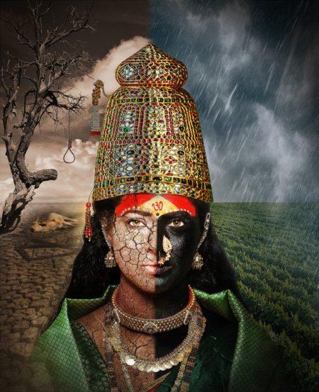 महाराष्ट्रातील पूर व दुष्काळ या दोन्ही परिस्थितींचं भीषण वास्तव दर्शवणारे तुळजाभवानीचे रुप