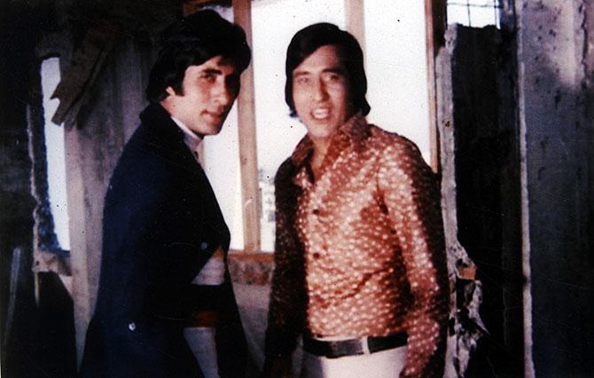 विनोद खन्ना यांचे अमिताभ बच्चन यांच्यासोबतचे चित्रपट विशेष गाजले. त्यापैकीच काही चित्रपट म्हणजे, 'हेराफेरी' (१९७६), 'खून पसिना' (१९७७), 'अमर अकबर अँथनी' (१९७७), 'परवरिश' (१९७७) आणि 'मुकद्दर का सिकंदर' (१९७८)